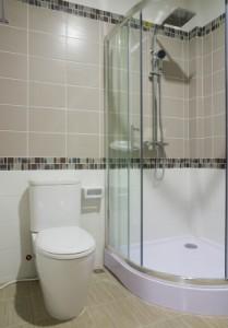 sklo v koupelně